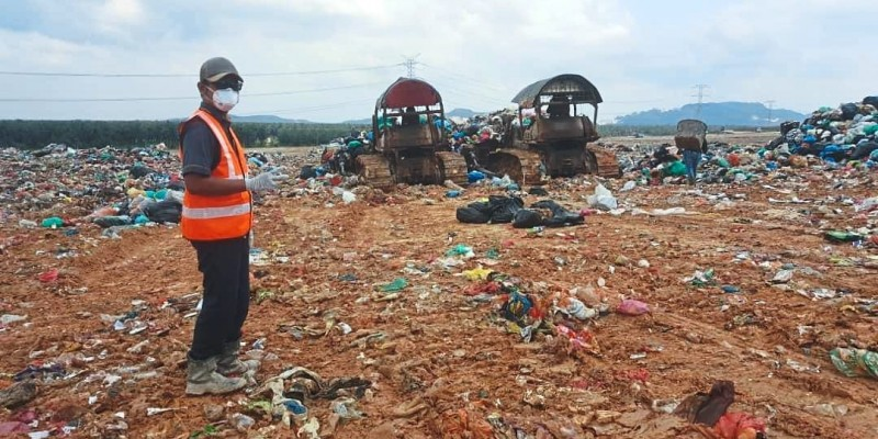 Tanjung Duabelas Sanitary Landfill in Kuala Langat. Workers at the landfill are provided with personal safety equipment and encouraged to reduce direct contact with landfill user, like lorry drivers, among others.